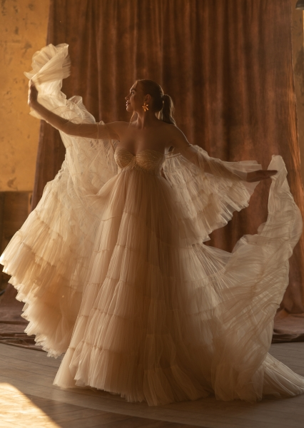 STAR haute couture wedding or engagement gown