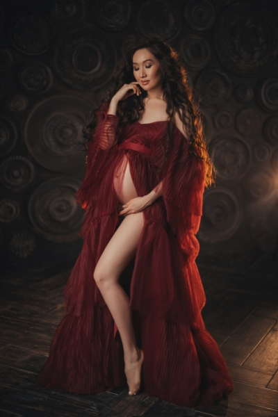 Maternity gown for Photoshoot or Babyshower Swan in Wine Red